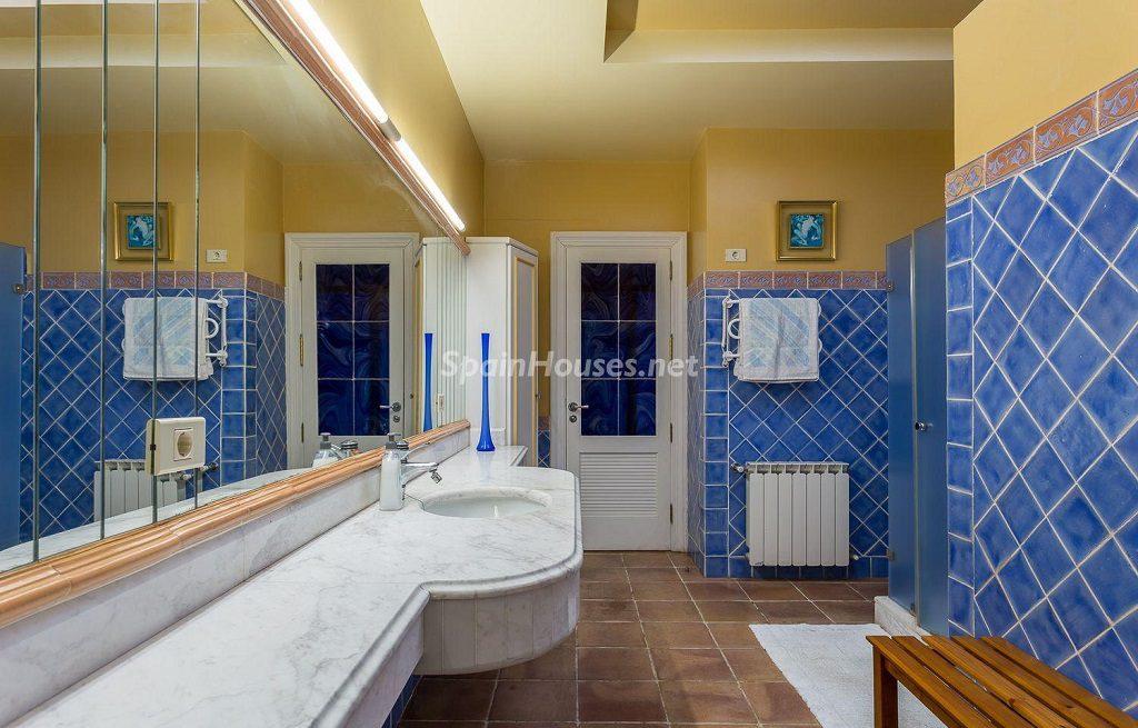 baño 38 1024x655 - Lujosa serenidad clásica en una espectacular casa en Las Palmas de Gran Canaria