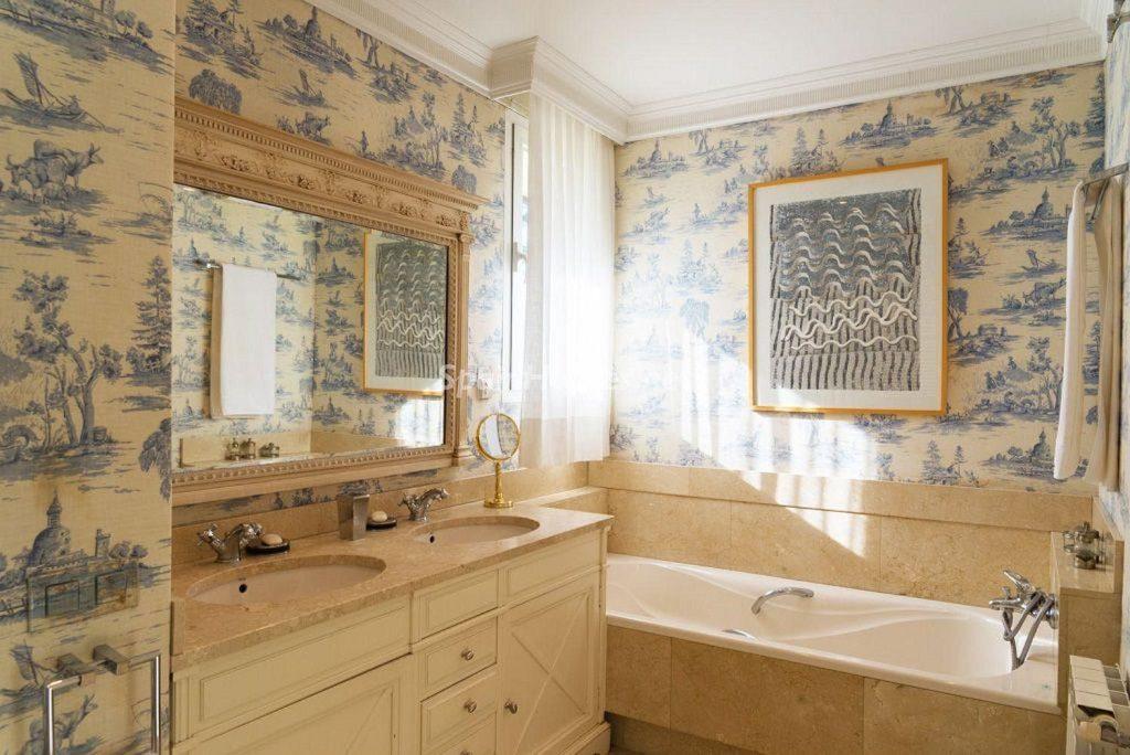 baño 47 1024x684 - Fantástica casa con piscina y un hermoso jardín en Villanueva de la Cañada (Madrid)