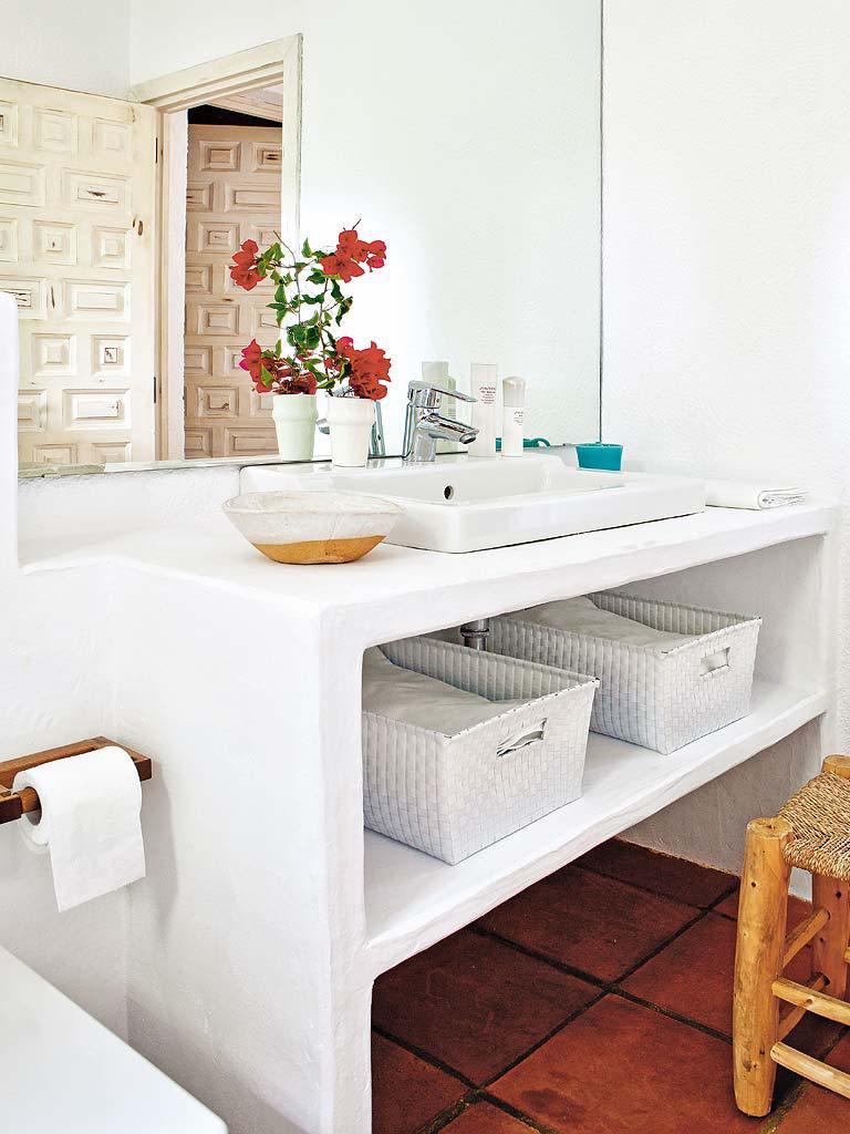 baño 8 768x1024 - Fantástica casa luminosa y natural en Jávea (Costa Blanca), llena de color y toques étnicos