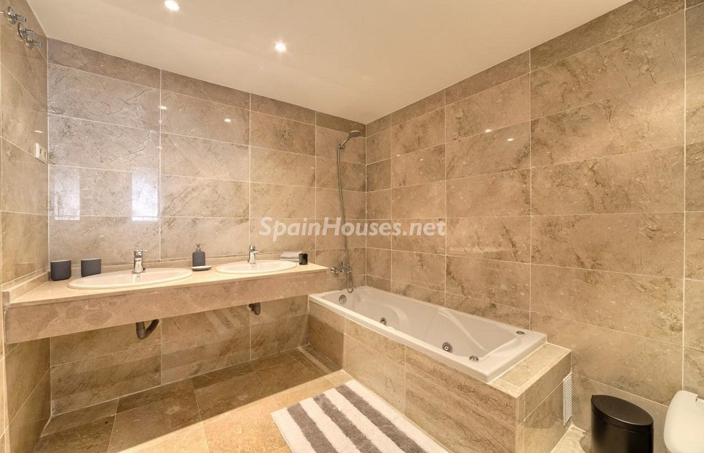 baño1 10 1024x659 - Precioso piso a estrenar en la Sierra de las Nieves (Istán, Marbella), naturaleza a 15 km del mar