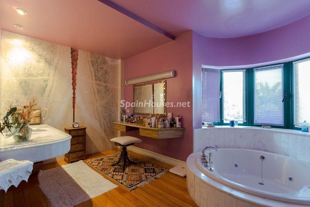 baño1 12 1024x683 - Lujosa serenidad clásica en una espectacular casa en Las Palmas de Gran Canaria