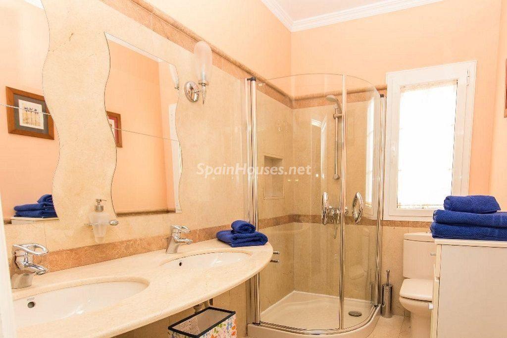 baño1 15 1024x682 - Costa Teguise (Lanzarote, Las Palmas): Escapada de invierno al sol de Canarias