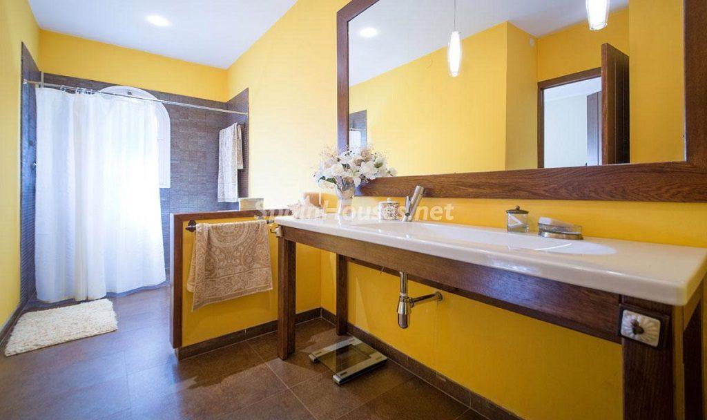 baño1 18 1024x608 - Preciosa casa rústica entre viñedos y naturaleza en el Bajo Penedés, Tarragona