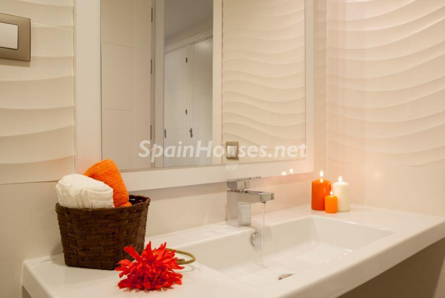 baño2 2 - Home Staging de detalles cálidos en un bonito piso reformado en Cádiz capital