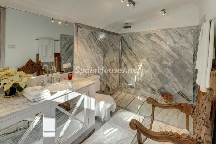 baño38 - Villa de ensueño en Marbella: junto a una antigua torre vigía y en primera línea de mar