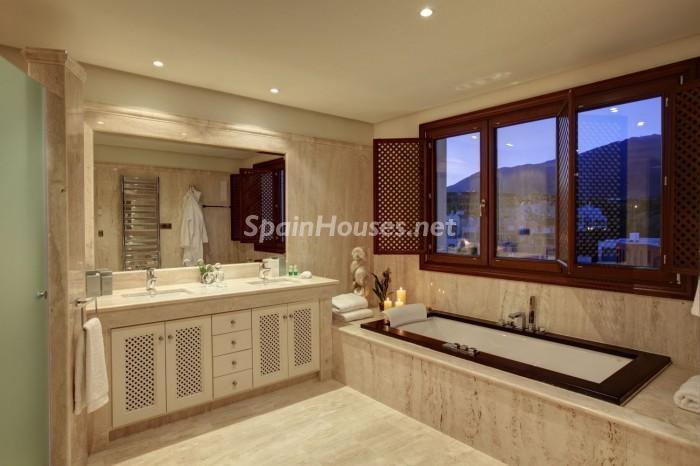 baño40 - Terrazas que miran al mar: un genial apartamento en la playa en Estepona (Málaga)