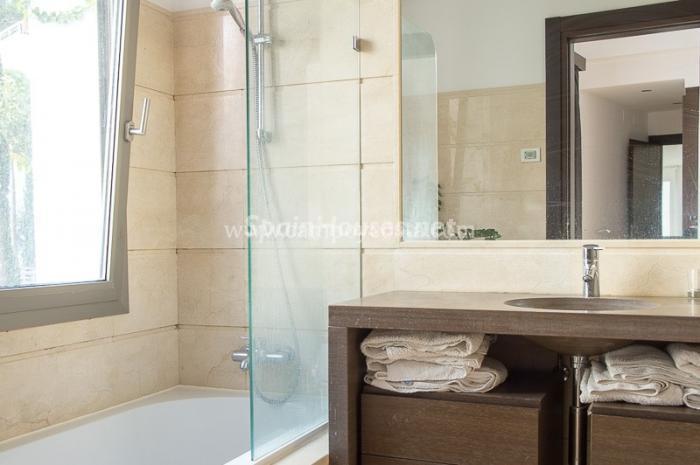baño46 - Vacaciones llenas de calma en un fantástico chalet en Málaga con bonitas vistas al mar
