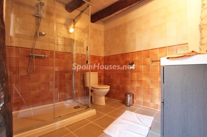 baño50 - Otoño y naturaleza en una preciosa casa tradicional en Ribagorza, el Pirineo de Huesca