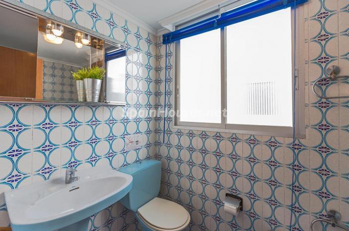 baño56 - Escapada económica a la playa en un apartamento en Calpe (Costa Blanca, Alicante)