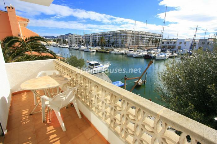 balconyvistas - Bonita y luminosa casa sobre los canales de Santa Margarita en Roses (Costa Brava, Girona)