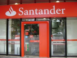 banco santander1 300x225 - La venta de viviendas de los grandes bancos también se desplomó en el 2013