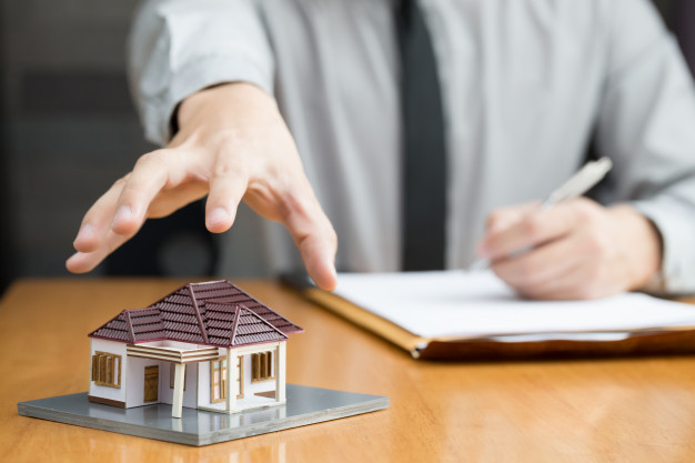 bancos van apoderar casas 41350 117 - El gobierno pondrá freno a los desahucios por impago del alquiler en zonas tensionadas