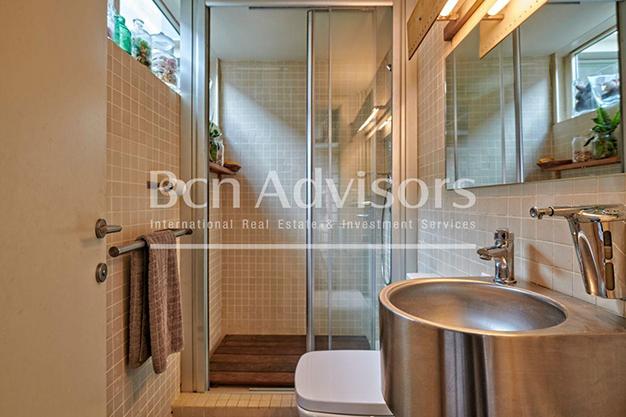 bano 2 barcelona - Este amplio apartamento con piscina en Barcelona es ideal para descansar y disfrutar de la ciudad
