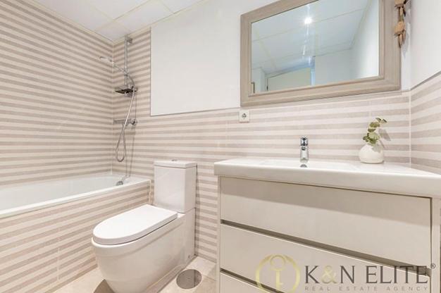 bano alicante - Descubre este piso junto a la playa en Alicante, ideal para aquellos que buscan un espacio moderno y cómodo