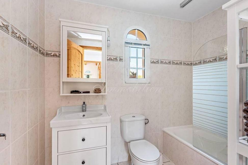 bano1 - Maravillosa villa de estilo mallorquín: gran privacidad junto a la costa