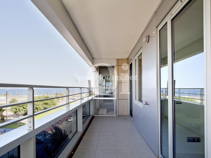 barcelona 1 - 16 estupendos pisos de 2/3 dormitorios con garaje y trastero en la ciudad o cerca del mar
