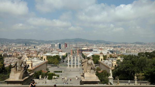 barcelona 2688066 960 720 600x338 - Ralentización de las operaciones inmobiliarias en Cataluña