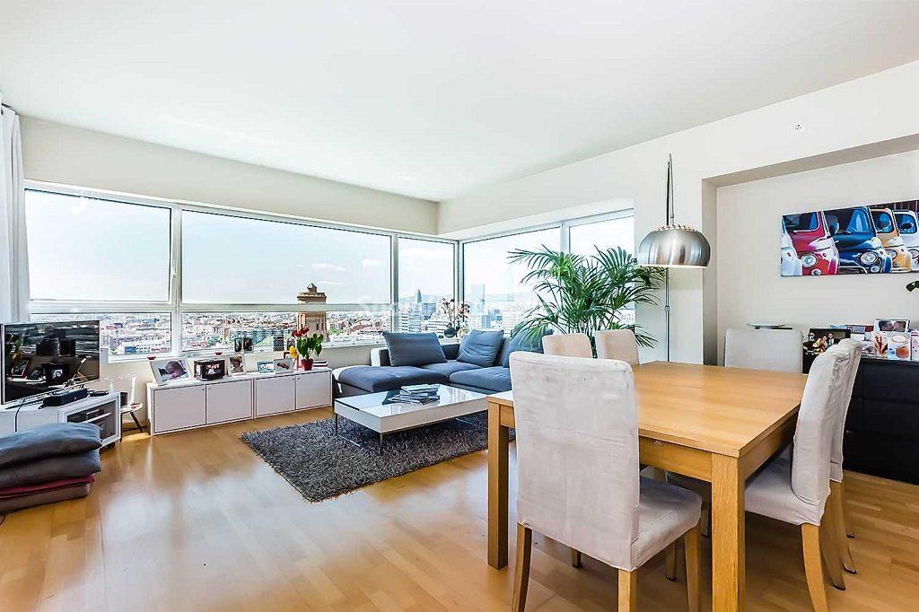 barcelona 5 1024x682 - 10 fantásticos salones modernos que se abren a la terraza, a la piscina o al mar