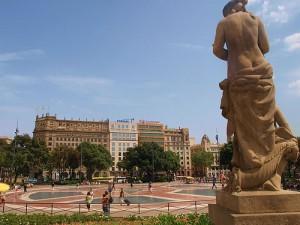 barcelona plaza cataluna 300x225 - Tuenti abre oficinas en Barcelona
