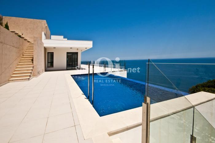 begur girona - 11 casas de diseño minimalista con un sofisticado y espectacular toque de blanco, luz y mar