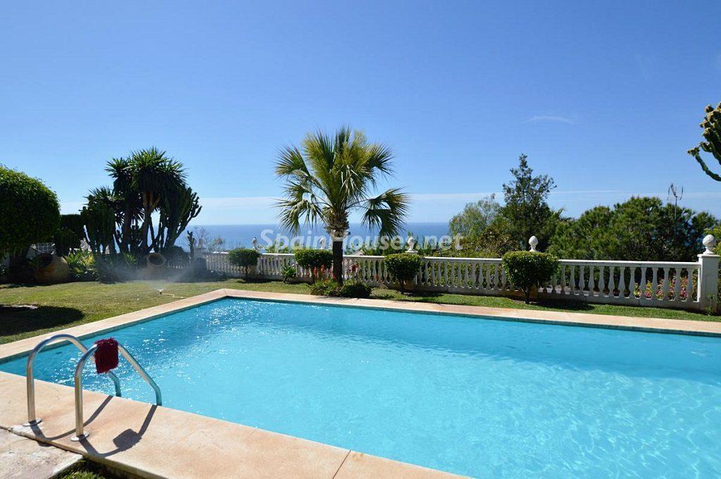 benalmadena 1024x680 - 15 preciosas y modernas casas con espectaculares piscinas que miran al mar