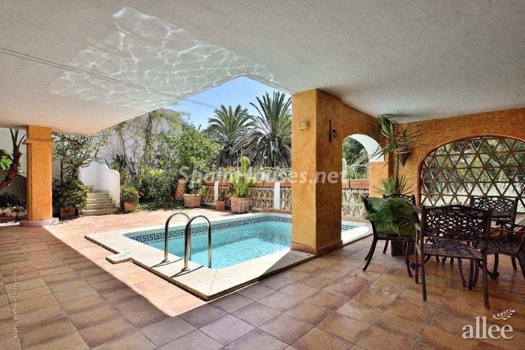 benalmadena malaga 4 1024x683 - Fantásticas piscinas de otoño en 14 geniales casas ideales para despedir el verano