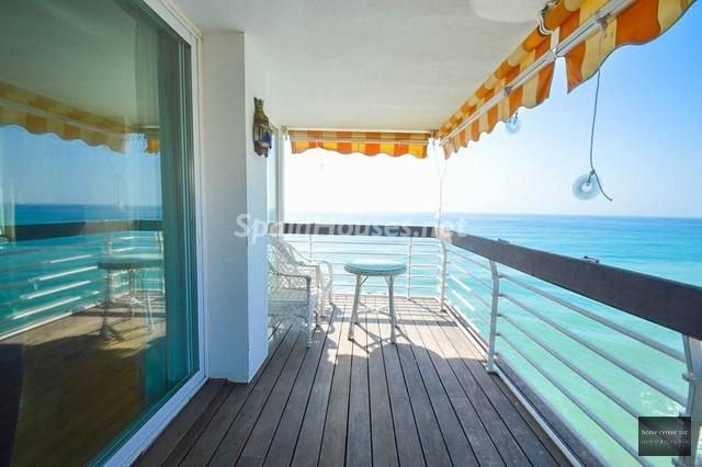 benalmadenacosta malaga 4 - Primera línea de playa: 14 bonitos apartamentos y pisos para disfrutar junto al mar