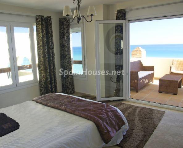benalmadenacosta2 - 5 fantásticas casas y 3 bonitos pisos con geniales dormitorios que miran al mar