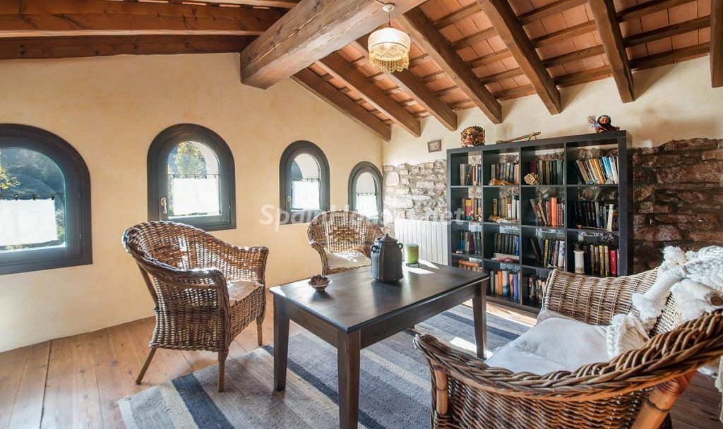 biblioteca rinconlectura 1024x608 - Masía en la montaña: una escapada a la naturaleza a 33 km de Barcelona