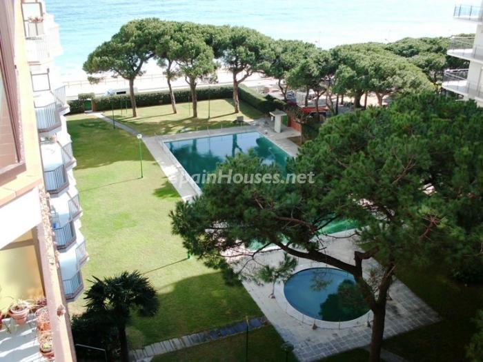 blanes girona - Sugerencias refrescantes para el verano: 19 pisos con piscina en la ciudad o junto al mar