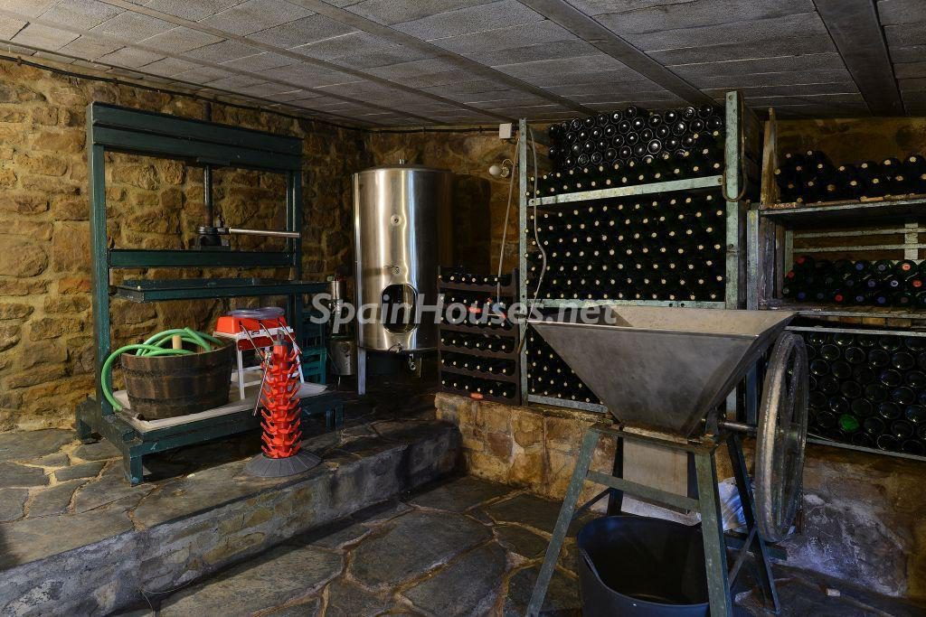 bodega 1024x683 - Casa primaveral en Villaviciosa (Asturias): encanto, naturaleza y un romántico jardín