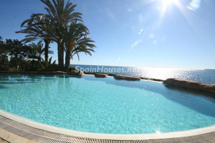 cabodelashuertas - 15 preciosas y modernas casas con espectaculares piscinas que miran al mar