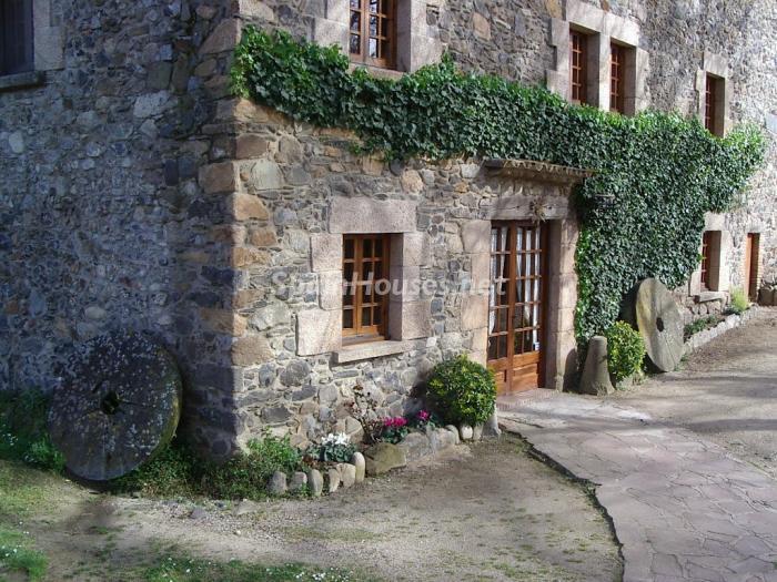 caldesdemalavella girona 1 - 22 fantásticas casas de piedra, masías catalanas y villas mallorquinas para enamorar