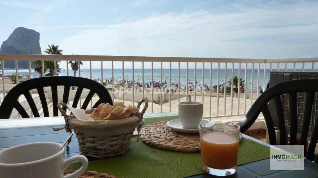 calpe alicante 5 1024x575 - Primera línea de playa: 14 bonitos apartamentos y pisos para disfrutar junto al mar