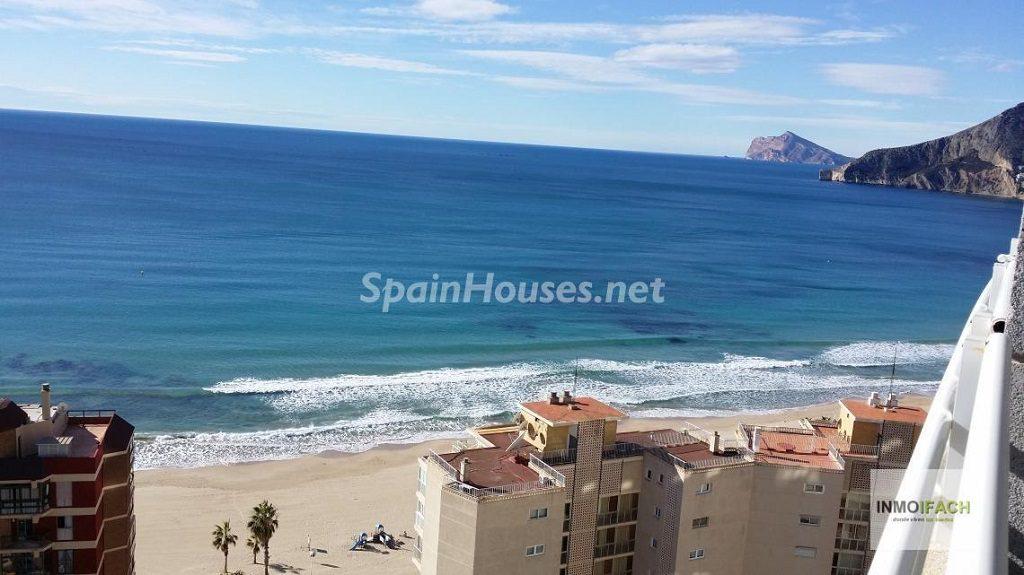 calpe alicante 7 1024x575 - Primera línea de playa: 12 pisos y apartamentos en alquiler para vivir junto al mar
