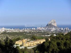 calpe fincas 300x225 - Alicante acumula más de 24.000 hectáreas de suelo para construir viviendas