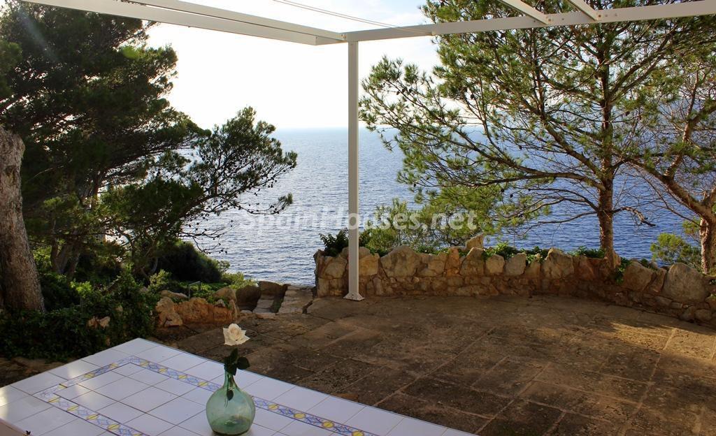calvia baleares 2 1024x624 - Patios y rincones con sabor mediterráneo: espacios de luz y primavera
