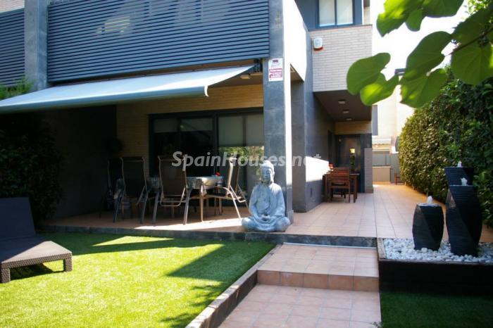 cambrils tarragona 2 - 20 preciosas casas para disfrutar de la primavera con bonitos rincones en el jardín