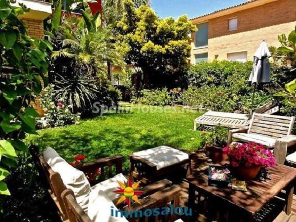 cambrils tarragona2 - 17 preciosas casas con rincones de encanto y sol para disfrutar los últimos días del otoño