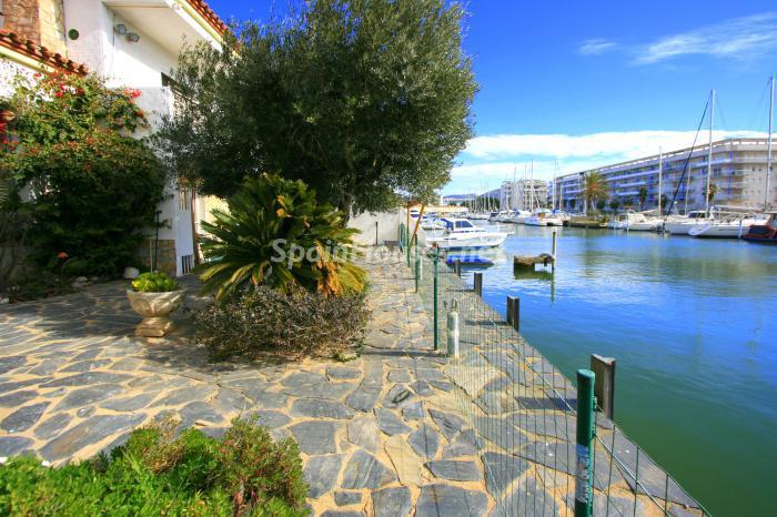 canales santamargarita - Bonita y luminosa casa sobre los canales de Santa Margarita en Roses (Costa Brava, Girona)