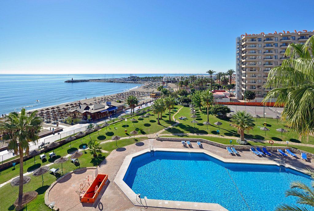 carihuela torremolinos malaga1 1024x689 - 23 viviendas de vacaciones perfectas para Semana Santa: playa, mar y naturaleza