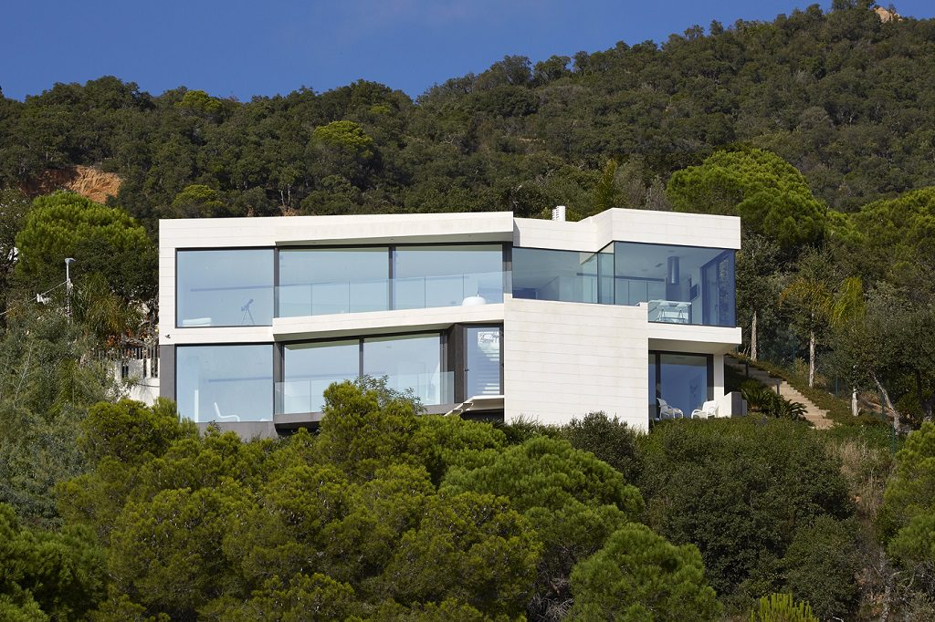 casa 23 1024x682 - Casa de diseño bañada por el sol en Santa Cristina d'Aro, Girona (Costa Brava)