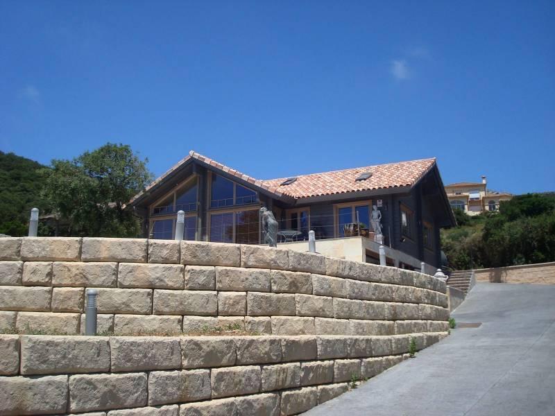 casa acceso - Sobre dos mares: Toque escandinavo en una casa de madera en Tarifa (Cádiz)