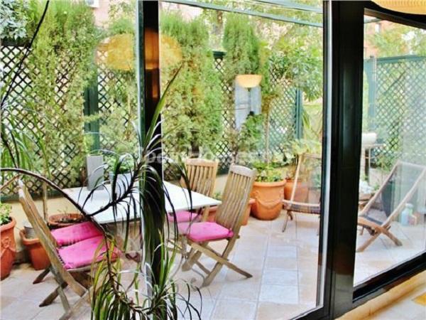 casa arturosoria madrid - Esperando el sol del otoño en 12 preciosos porches y terrazas con vistas al mar