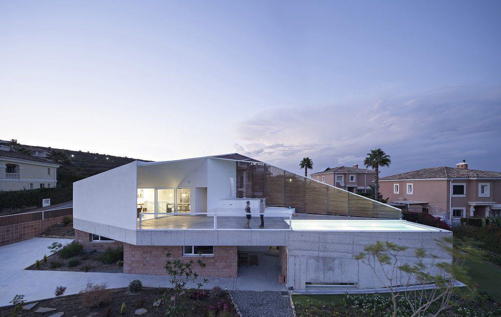 casa atardecer 2 1024x647 - Casa de los Vientos: Adaptación para el verano en La Línea de la Concepción (Cádiz)