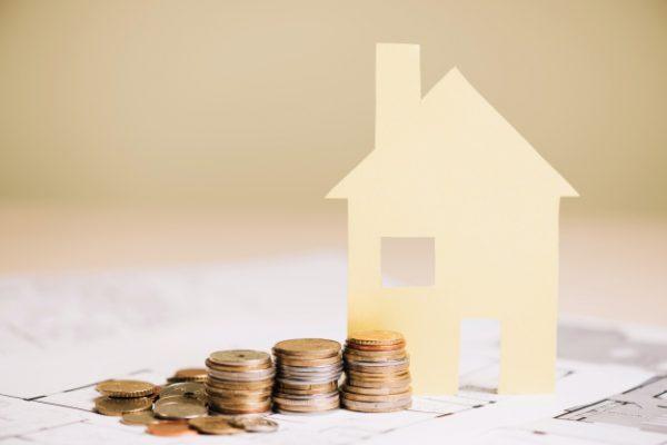 casa de papel y monedas 23 2147694548 600x400 - ¿Qué lleva consigo el encarecimiento de la vivienda?