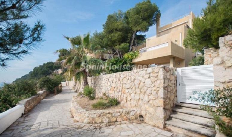 casa entrada - Luminoso apartamento en primera línea de mar en Roda de Barà (Costa Dorada, Tarragona)