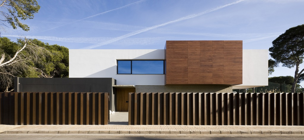 casa exterior3 - Luz, volumen y espacio en una fantástica casa en el Pinar del Grao, Castellón de la Plana