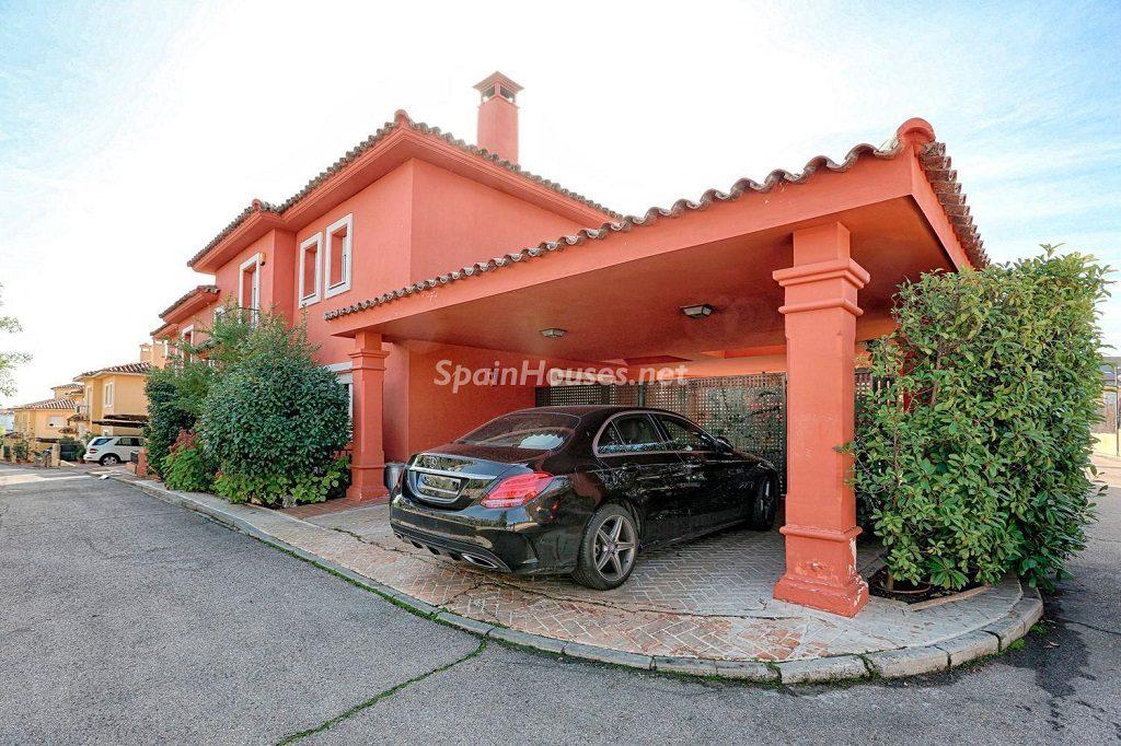 casa garaje 1024x682 - Cálido y familiar chalet en Encinar de los Reyes, La Moraleja (Alcobendas, Madrid)