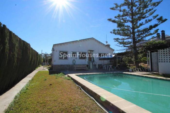 casa monserrat - A la caza de gangas: 8 bonitas casas con piscina y jardín por menos de 125.000 euros